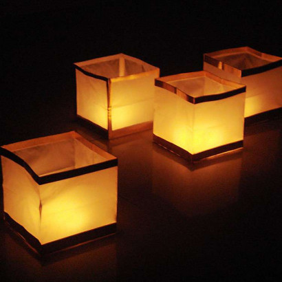 10 Lanterne galleggianti - cubo bianco (1,20 € / pz)